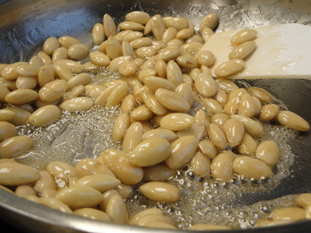 preparing caramelized almonds